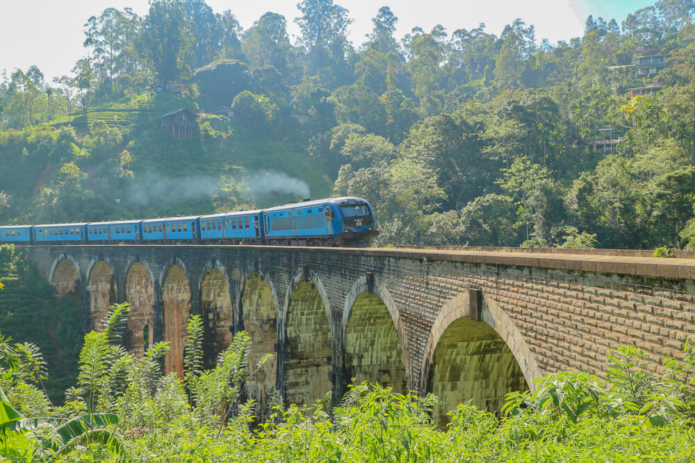 Public transport Sri Lanka, one of the trains crossing the nine arches bridge
