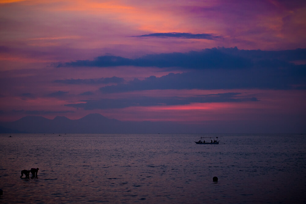Sunset at Lovina beach, Bali - Bali travel blog, tips for travelling to Bali