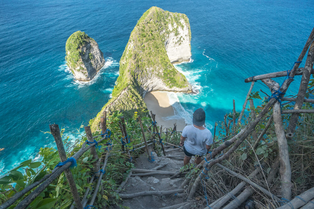 Path to Kelingking beach - Nusa Penida travel guide
