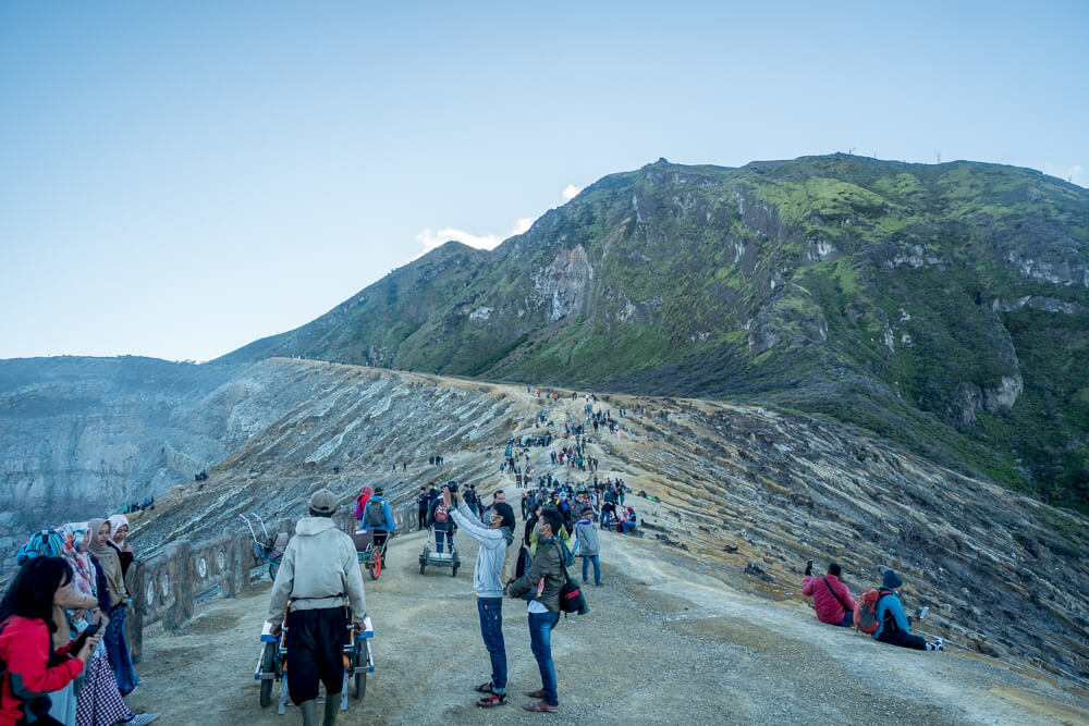 Crowds at the summit - Kawah Ijen Travel Guide