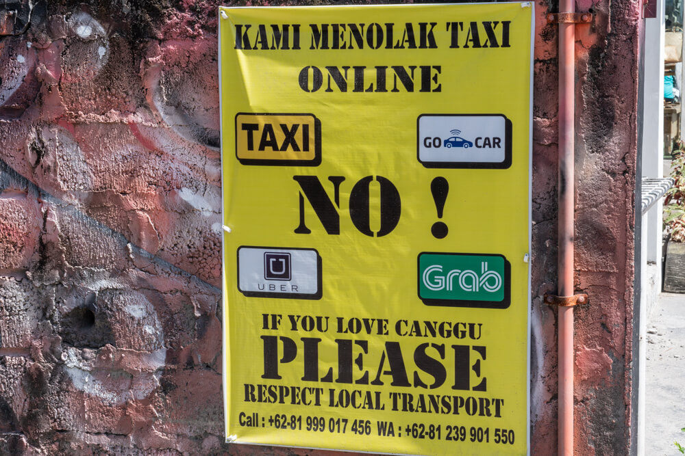 Sign about online taxis - tips for travelling Bali