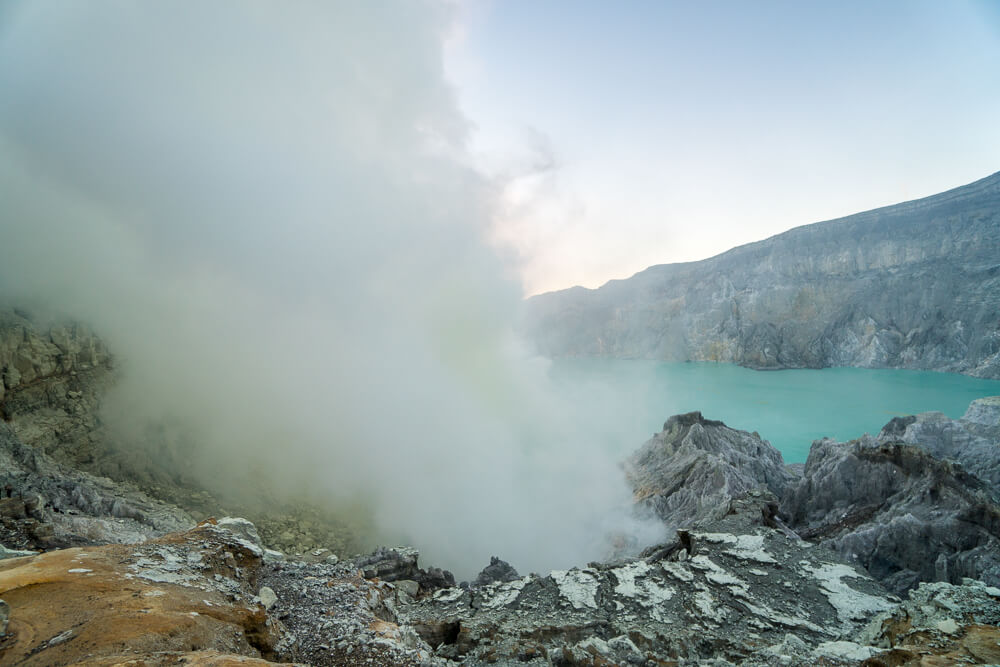 Toxic gases and smoke at Mount Ijen